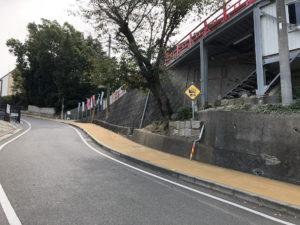 大山神社前の坂