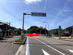 亀老山への交差点
