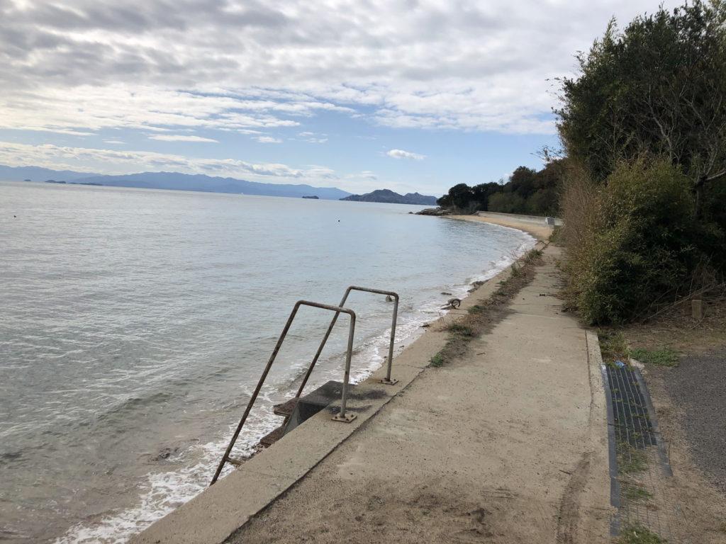 Uターンブルーライン行き止まりのビーチ